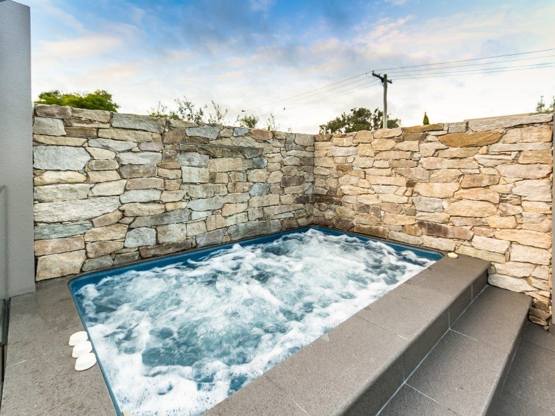 Local Pools and Spas Sydney Fibreglass Pool Builder NSW Compass Pools Plunge 1