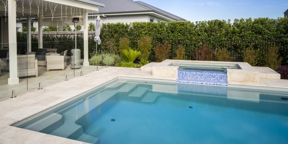Pool and spa combination as an alternative to swim spas